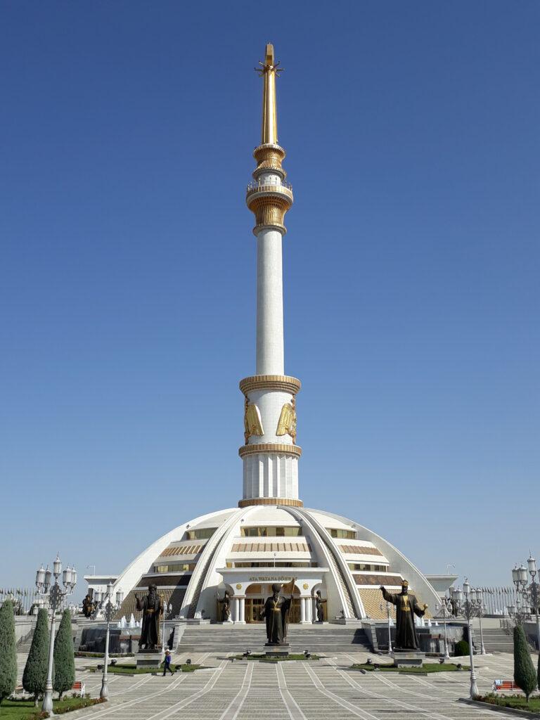 Turkmenistans selvstændighedsmonument