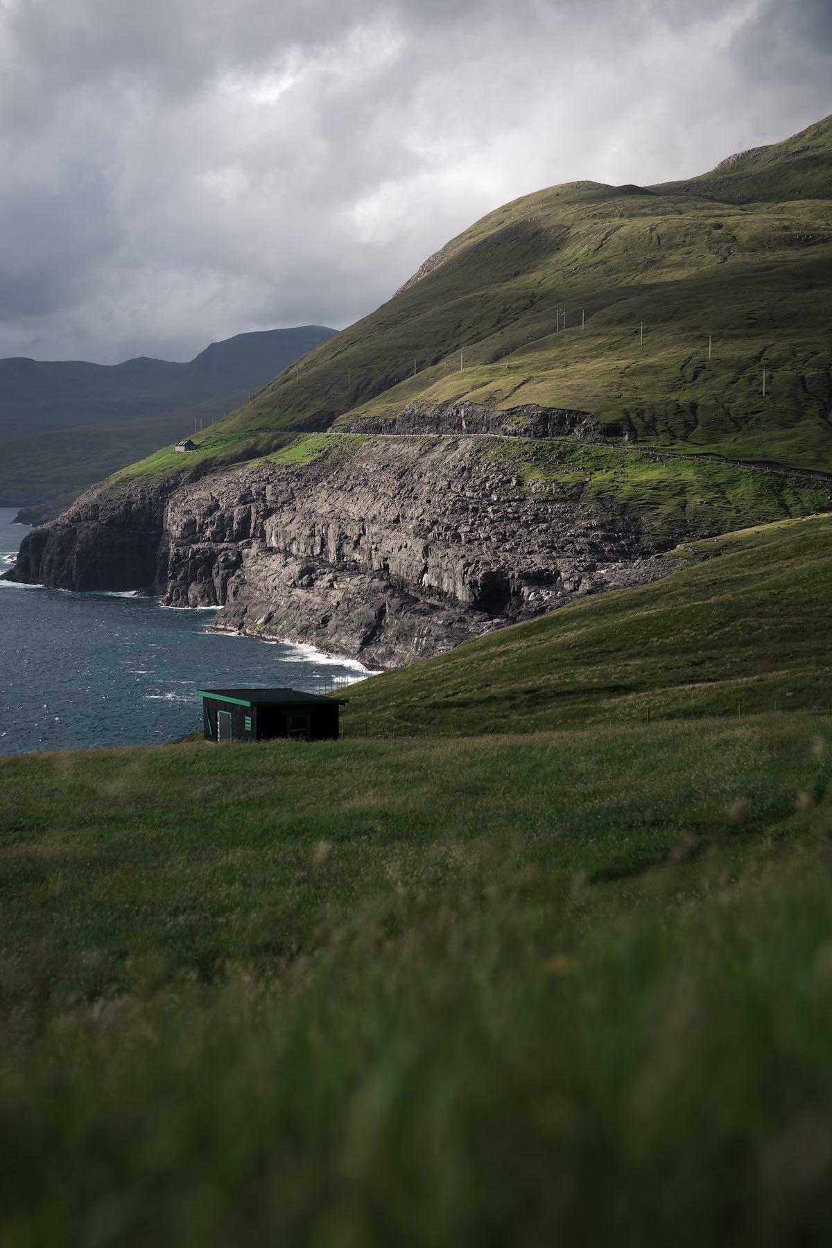 Lille færøsk hus med udsigt